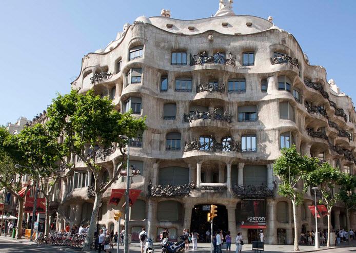 La casa mil barcelone - Casa la pedrera gaudi ...