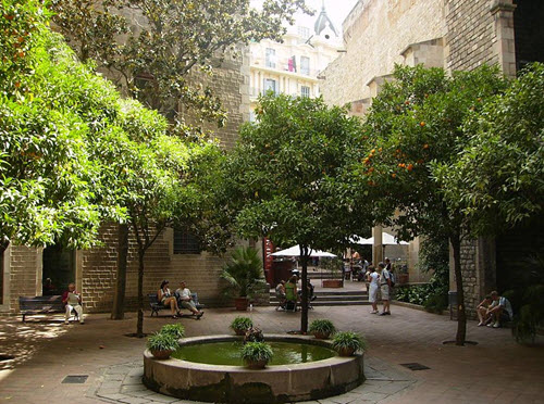 Cour intérieure - musée Frederic Marès
