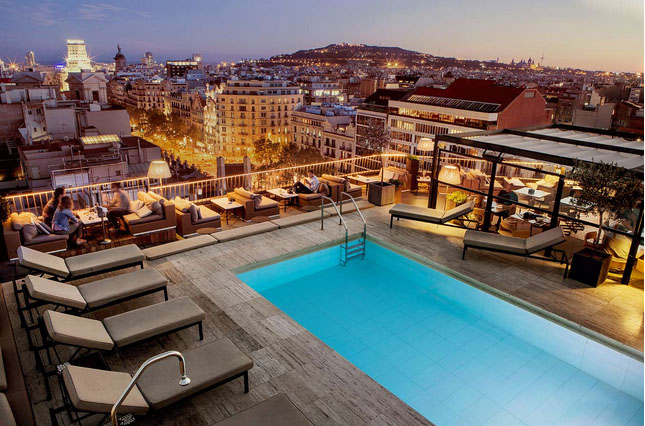 H tels de luxe avec piscine roof top barcelone for Piscine barcelone