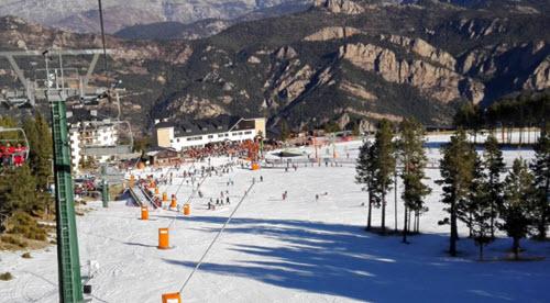 d couvrez les stations de ski les plus proches de barcelone. Black Bedroom Furniture Sets. Home Design Ideas