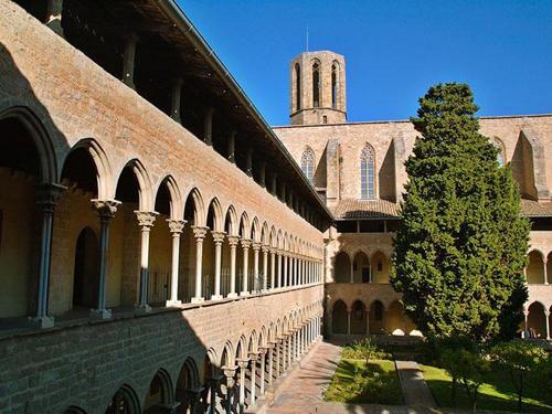 Cloître et cour du monastère