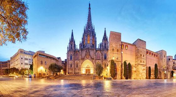 Notre Guide De La Cathedrale Sainte Croix A Barcelone